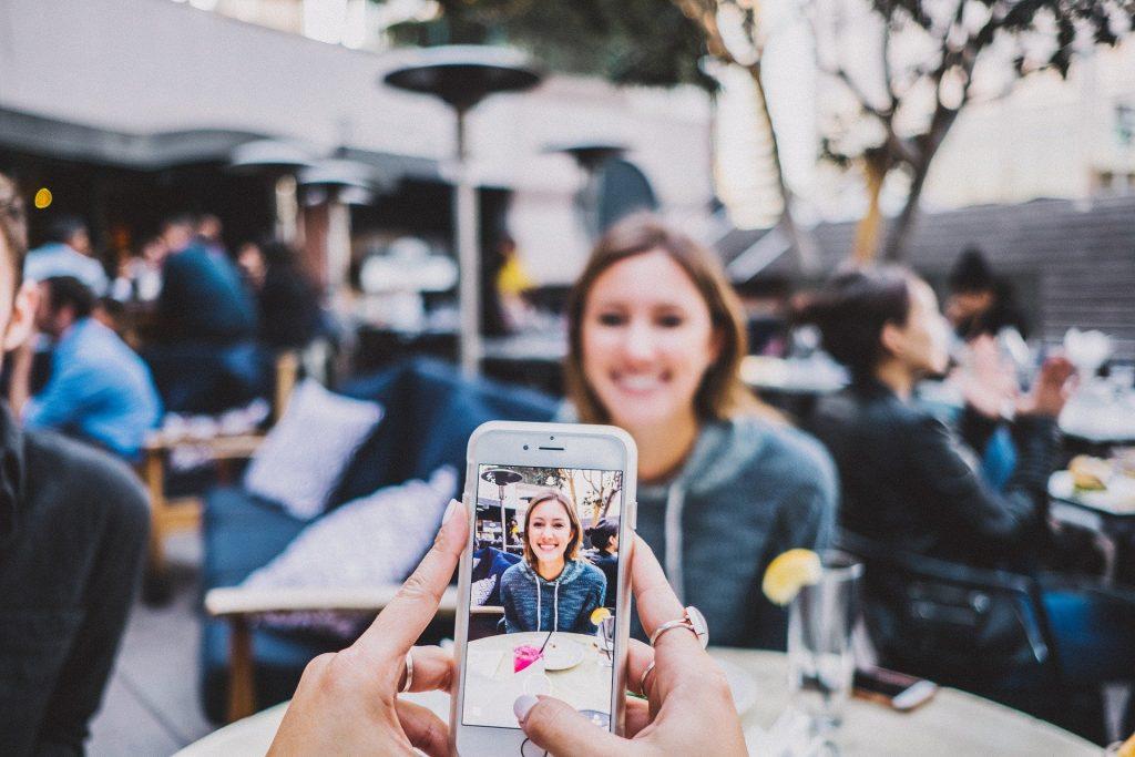 influencer a tirar fotos